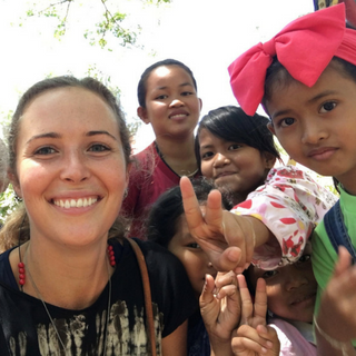 Rachel Morgan volunteer teacher with children in Cambodia